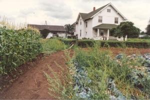 Olson Farm house. 1989 copyright Genealogy Sisters.