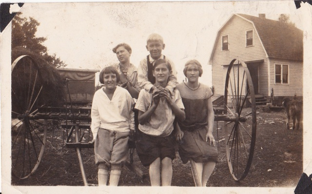 Friends and neighbors - Front, R to L - Elia Del Carlo, Mary and Genevieve Mirota. In back - Edward Del Carlo and Joe Mirota - 1926